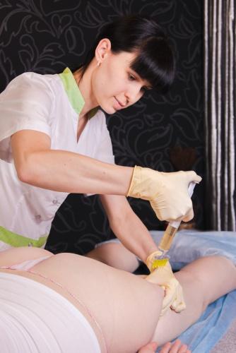 <p>Процедура мезотерапии для коррекции целлюлита</p>